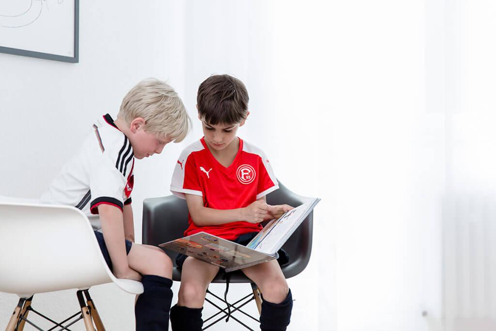 Bei Dr. Erbler, der Kinderärztin in Düsseldorf kann Wartezeit mit Lesen gefüllt werden
