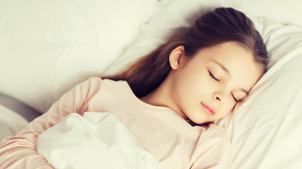 Schlafendes Mädchen im Blogbeitrag zum Thema Schlafstörungen im Kindes- und Jugendalter von Kinderärztin Dr. Amelie Erbler